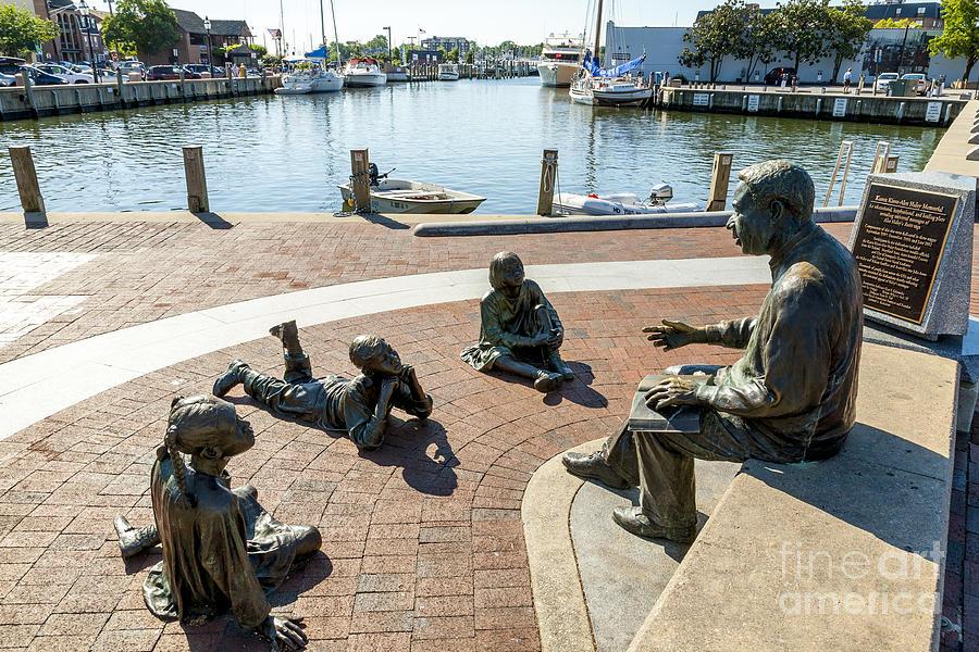 Alex Haley Photograph - The Kunta Kinte-alex Haley Memorial In Annapolis by William Kuta