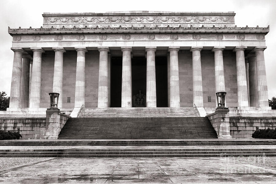Washington Photograph - The Lincoln Memorial by Olivier Le Queinec