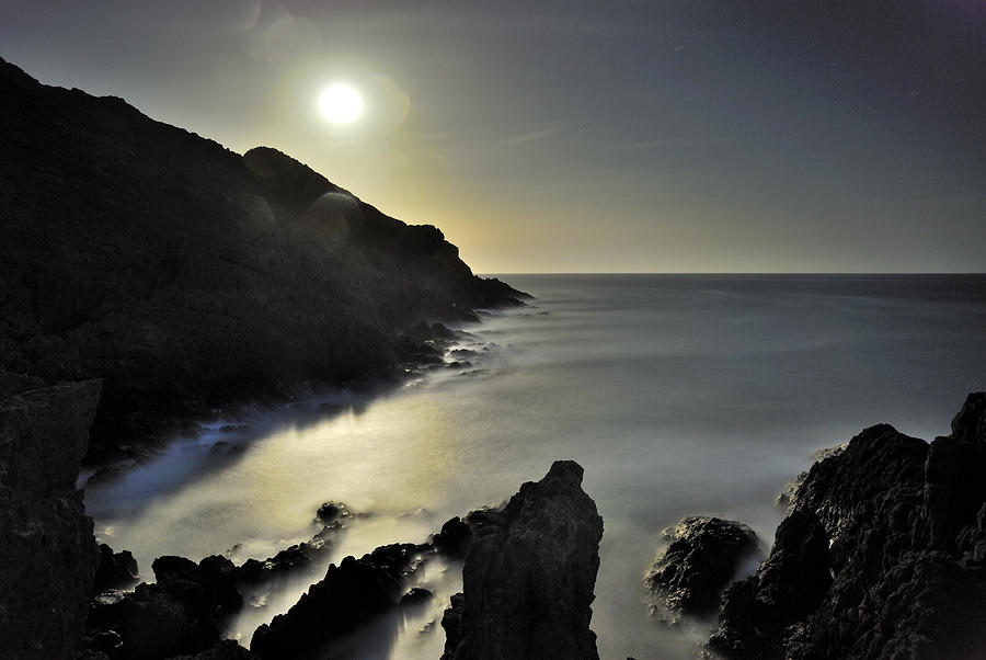 Seascape Photograph - The Moon by Guido Montanes Castillo