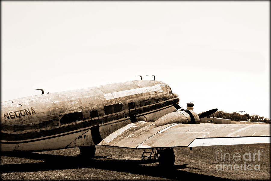 Vintage Airplane Photograph - The Old Dc3 by Steven Digman