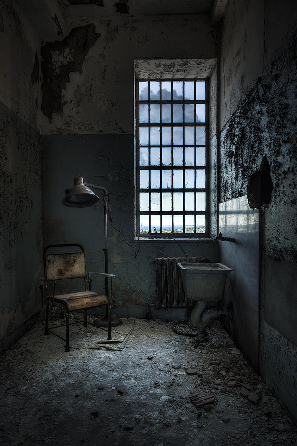 The Private Room - Abandoned Asylum Photograph by Gary Heller
