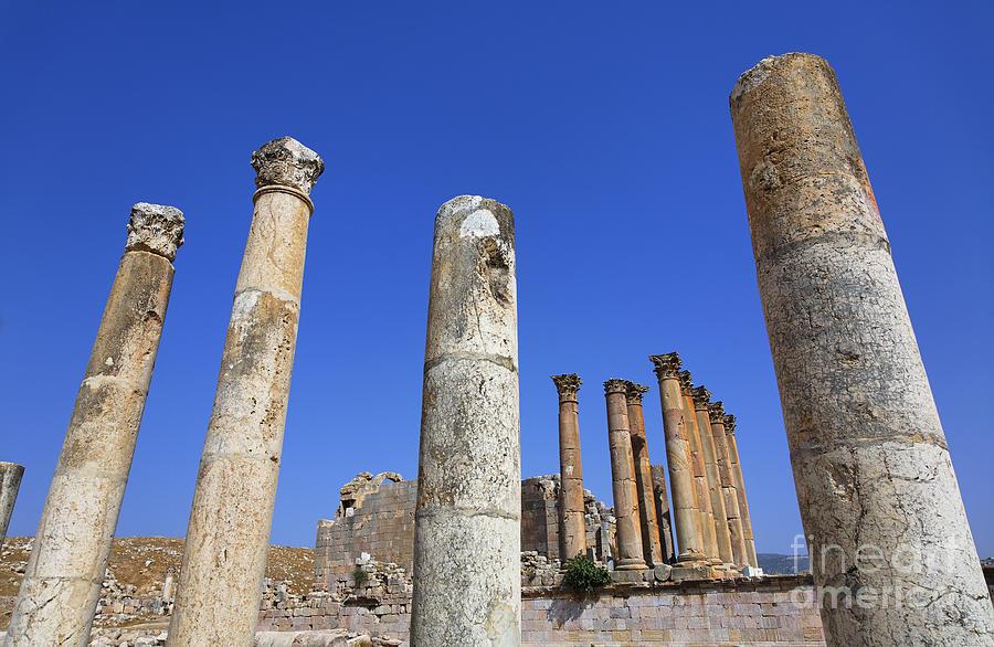 Temple Photograph - The Temple Of Artemis At Jerash Jordan by Robert Preston