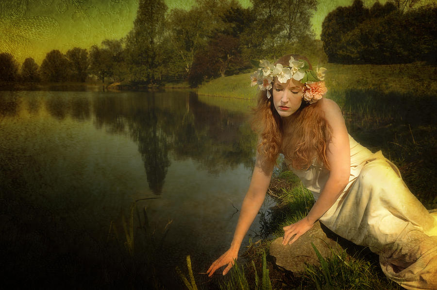 Pre-raphaelites Photograph - The Water Maiden by Dick Wood