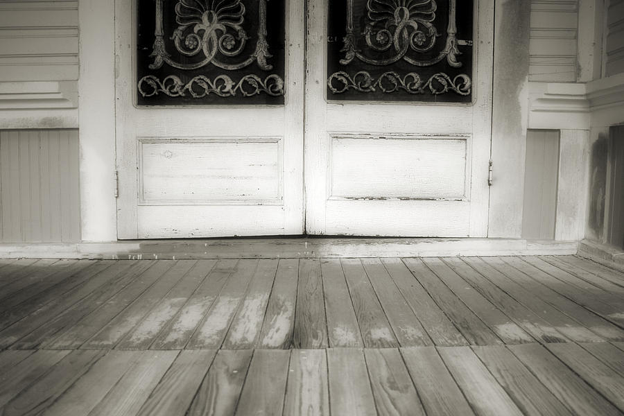 Front Porch Photograph - Time To Go by Paulette Maffucci