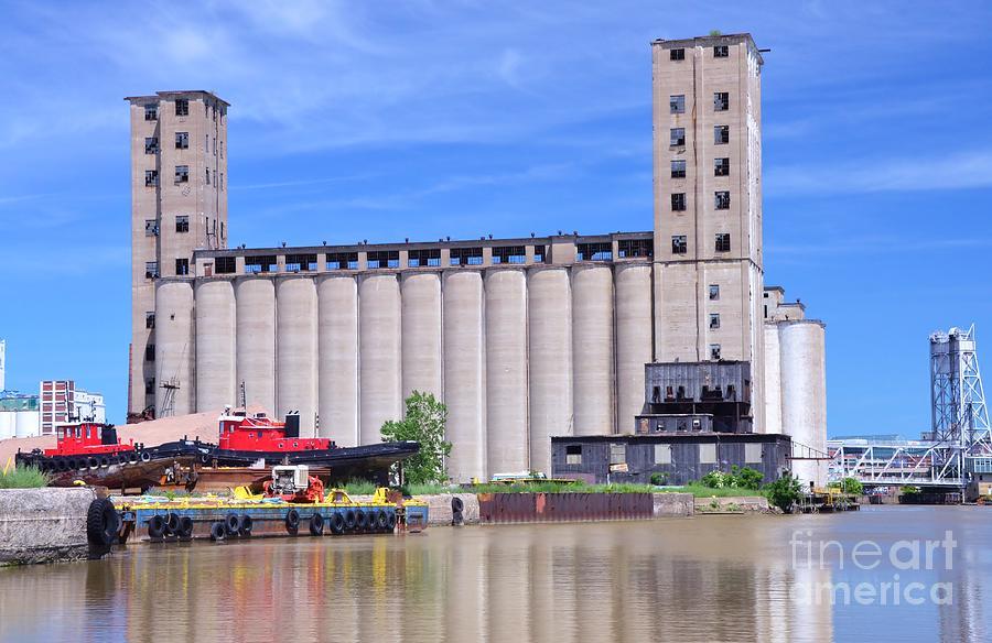 Grain Photograph - Tour Down Buffalo River by Kathleen Struckle