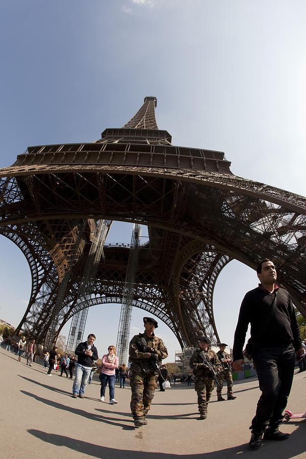 Paris Photograph - Tour Eiffel 3 by Art Ferrier