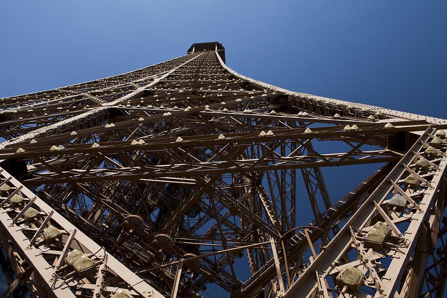Paris Photograph - Tour Eiffel 7 by Art Ferrier