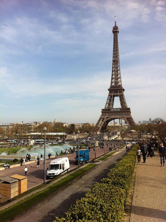 Tour Eiffel Photograph - tour Eiffel by Tila Gun