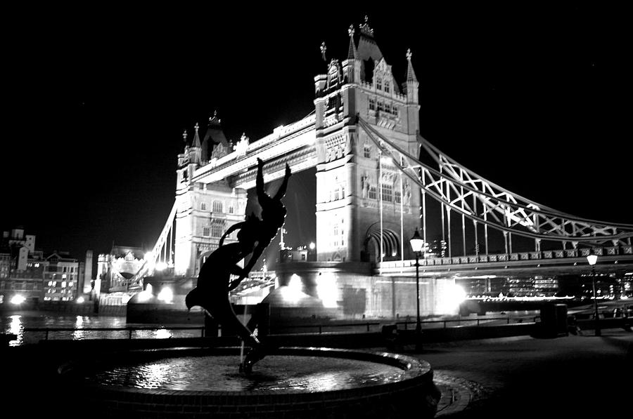 London photograph tower bridge black and white london by steven richman