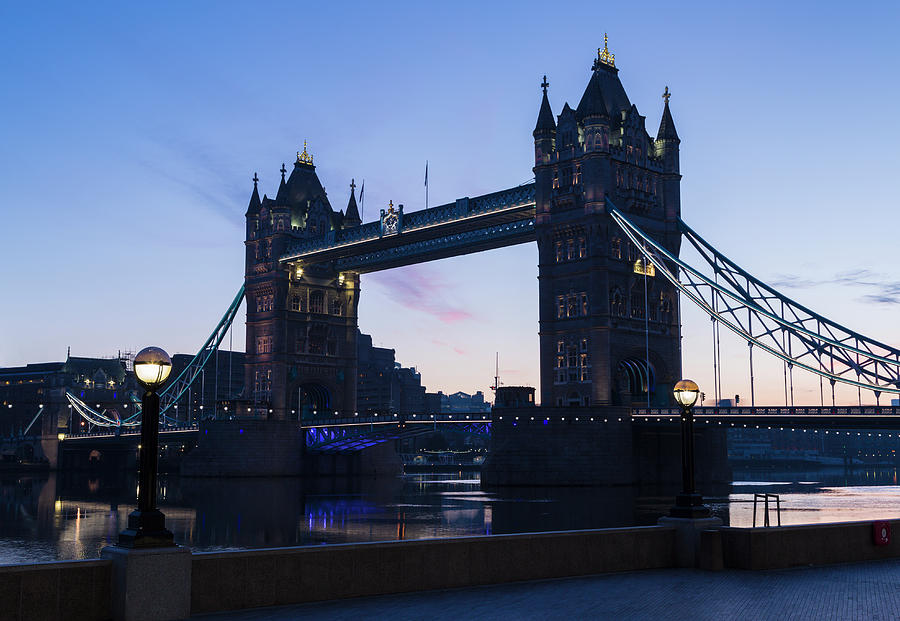 Tower Of London At Dawn Photograph by P A Thompson