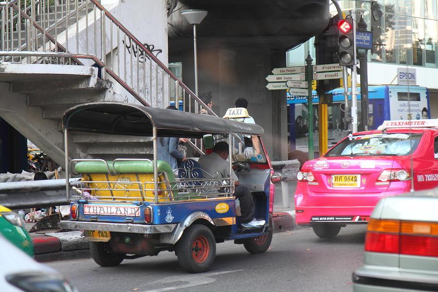 Bangkok Photograph - Tuk Tuk - City Life - Bangkok Thailand - 01131 by DC Photographer