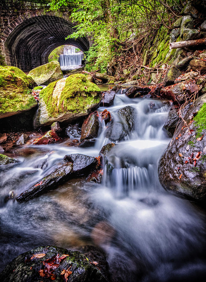 Tunnel Of Water Photograph by John Swartz