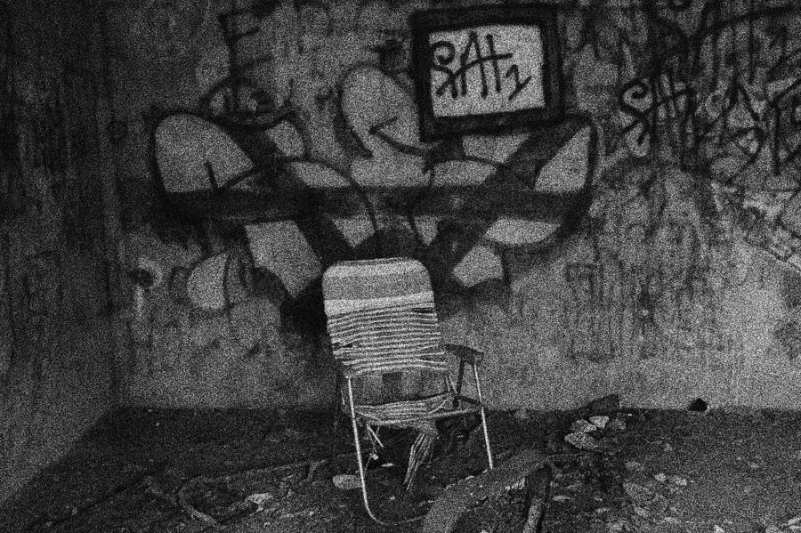 Tv Photograph - TV Lounge Fort Armistead Baltimore Maryland by Wayne Higgs
