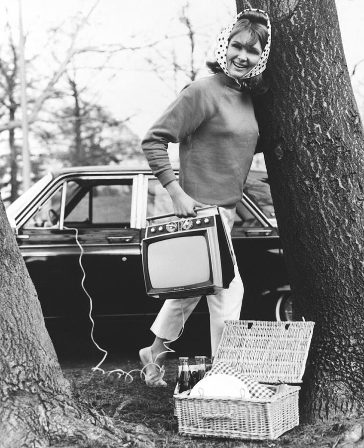 1960's Photograph - Tvs For Picnics by Underwood Archives