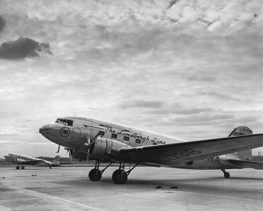 1930's Photograph - Twa Dc-3b Aircraft by Underwood Archives