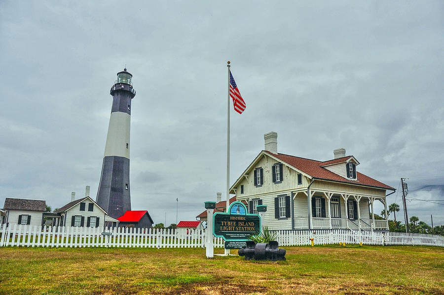 Tybee Photograph - Tybee Island Lighthouse by Donnie Smith