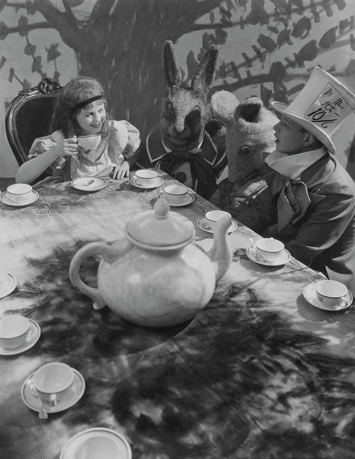 Ula Sharon And Carl Randall Re-enacting Scene Photograph by Edward Steichen