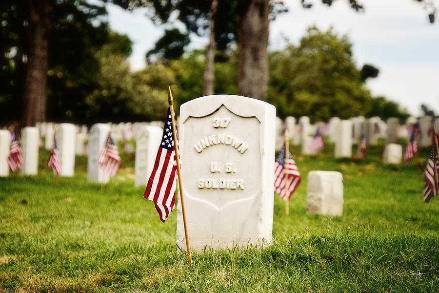 National Cemetery Photograph - Unknown U.s. Soldier by Scott Pellegrin