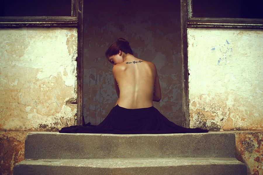 Fine Art Nude Photograph - Untitled by Assaf Lazar