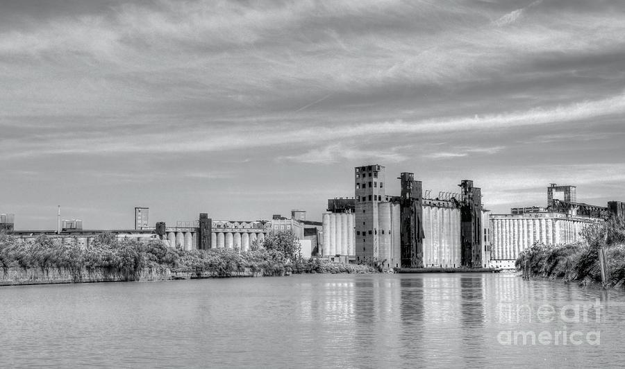 Grain Photograph - Urban Scene by Kathleen Struckle