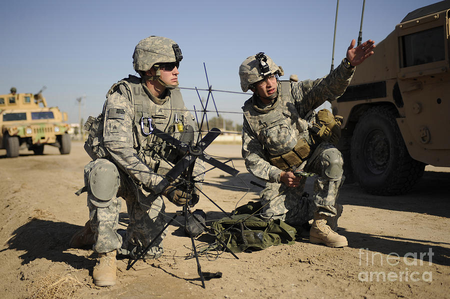 Iraq Photograph - U.s. Army Soldiers Setting by Stocktrek Images