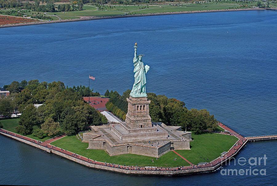 Usa Photograph - Usa Statue Of Liberty by Lars Ruecker