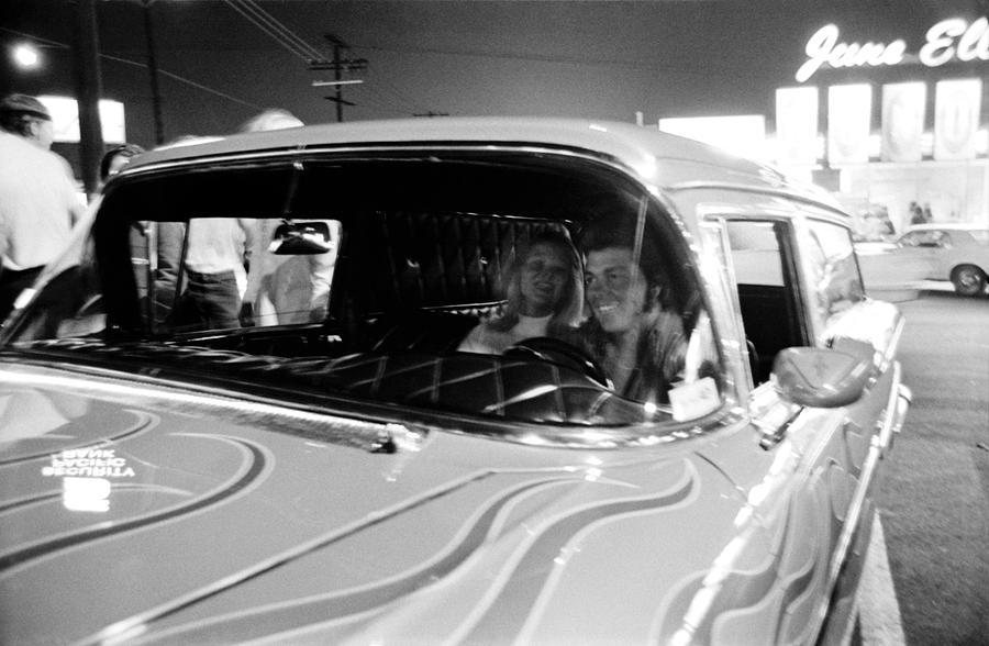 Van Nuys Boulevard 092 28 Sweethearts Photograph By Richard