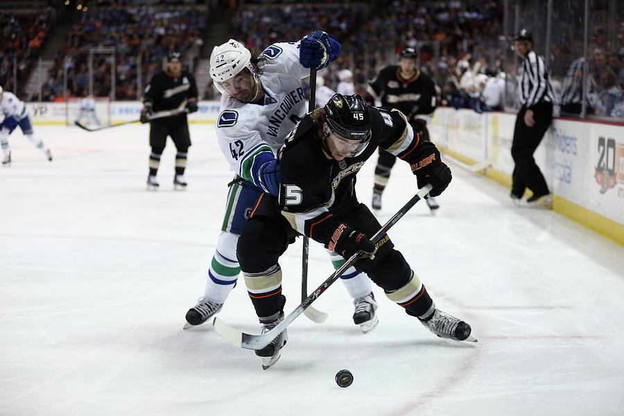 Vancouver Canucks V Anaheim Ducks Photograph by Jeff Gross