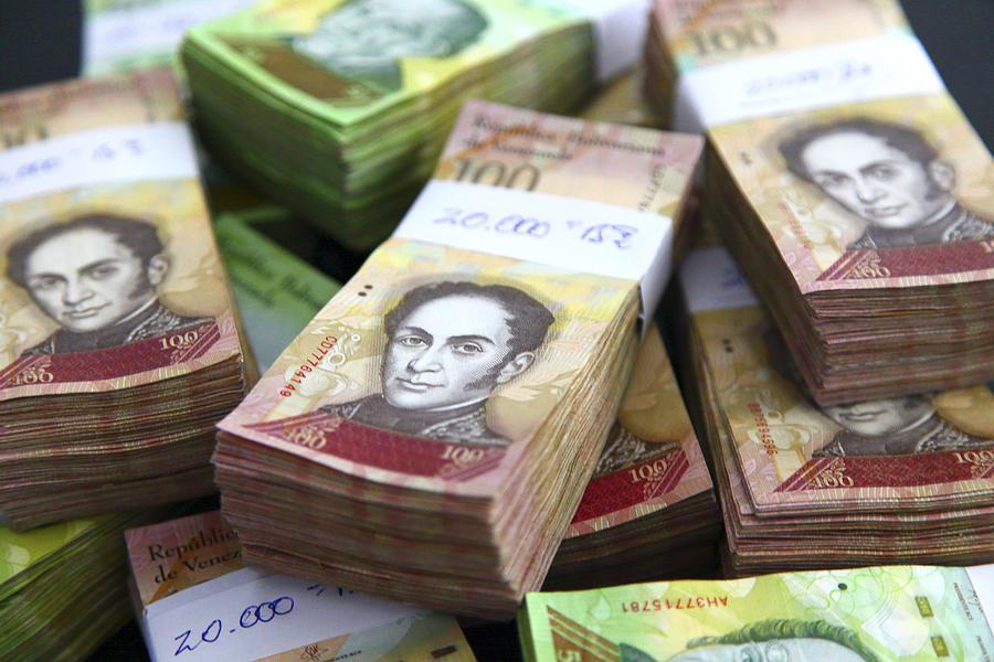 Venezuela. Money problems Photograph by Philippe TURPIN