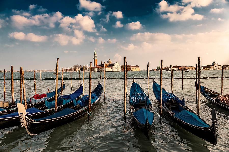 Venice Photograph - Venice 07 by Tom Uhlenberg