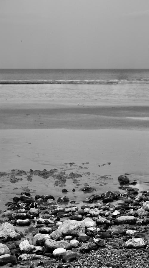 Cromer Photograph - Vertical Beach I by Pedro Fernandez