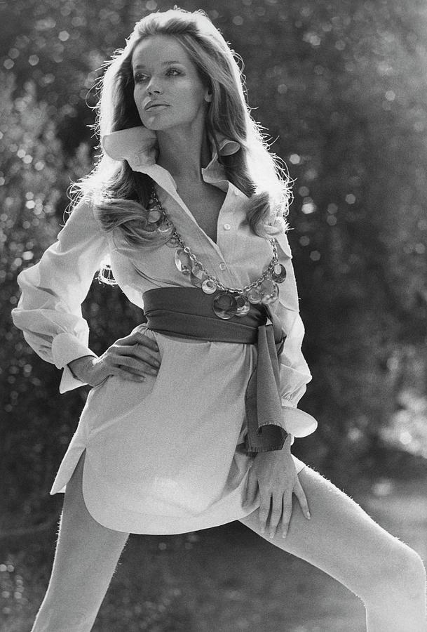 Veruschka Von Lehndorff Wearing An Alice Stuart Photograph by Franco Rubartelli