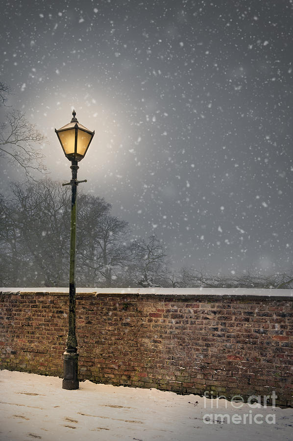 Victorian Street Lamp In Snow Photograph By Lee Avison