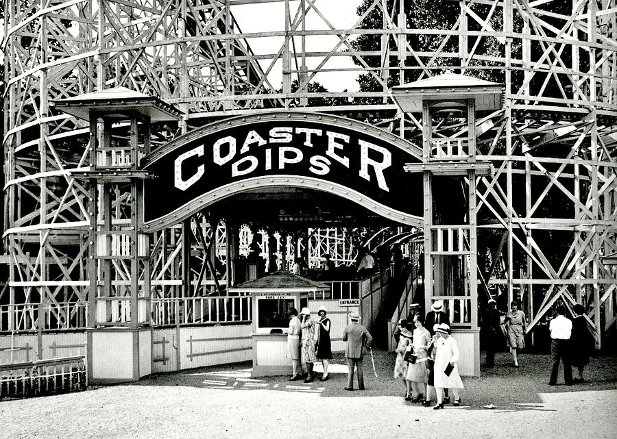 Roller Coaster Photograph - Vintage Coaster by Benjamin Yeager