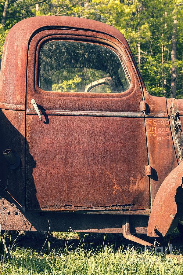 Quechee Photograph - Vintage Old Rusty Truck by Edward Fielding