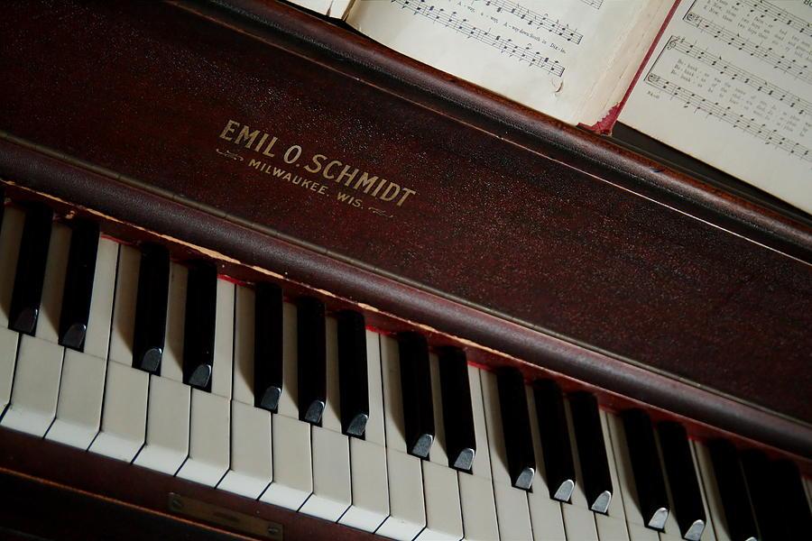 Piano Photograph - Vintage Piano by Chuck De La Rosa
