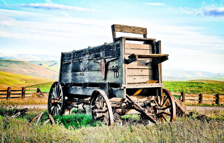 Covered Wagon Photograph - Vintaged Covered Wagon by Athena Mckinzie