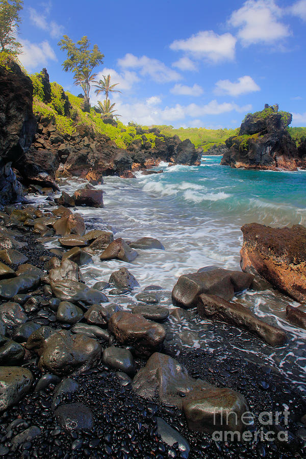 America Photograph - Waianapanapa Rocks by Inge Johnsson