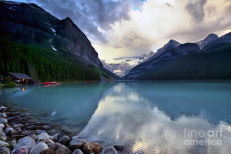 Lake Louise Photograph - Waiting For Sunrise At Lake Louise by Teresa Zieba