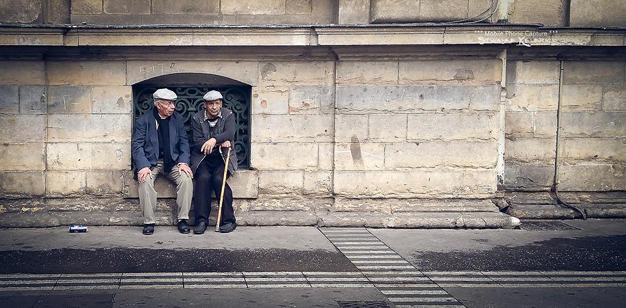 Still Life Photograph - Waiting till life end by Stwayne Keubrick