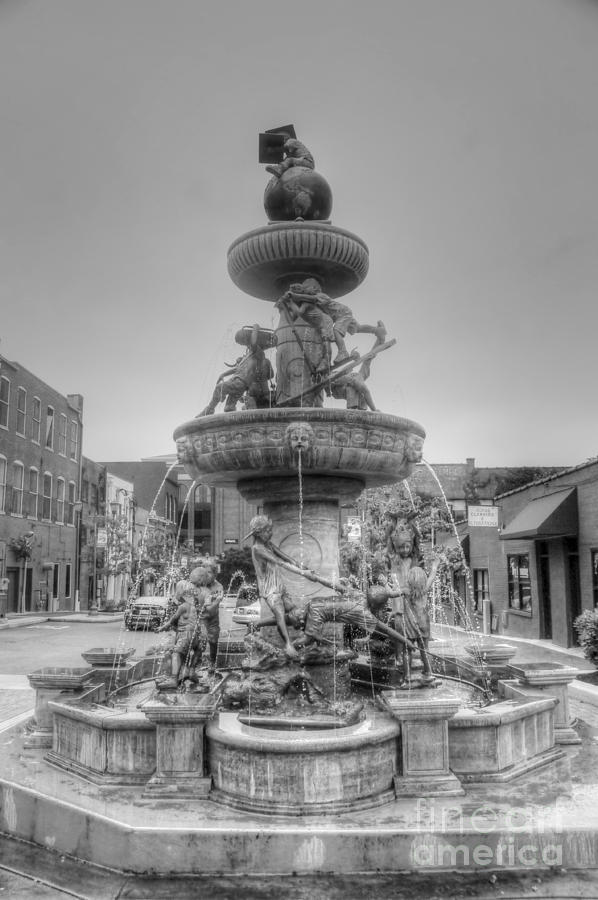 Water Photograph - Water Fountain by Kathleen Struckle