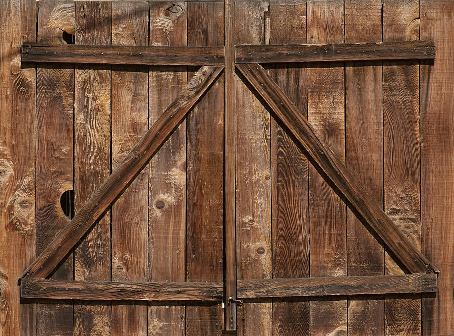 Weathered Barn Door Photograph by Spiderplay