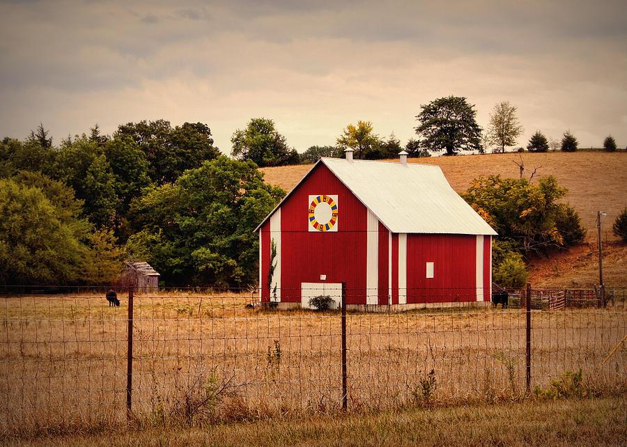 Barn Photograph - Wedding Ring Quilt Barn by Cricket Hackmann