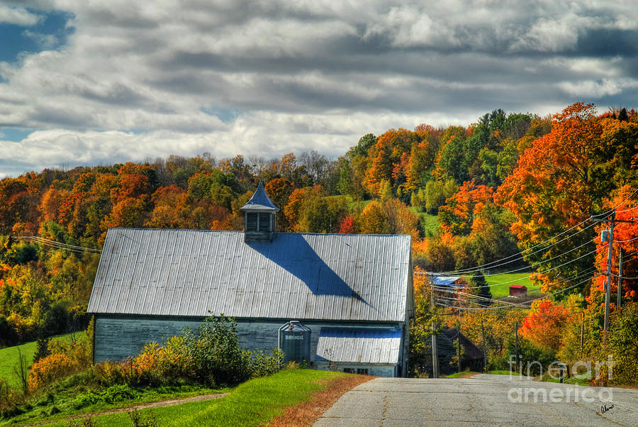 Fall Foliage Photograph - Western Maine Barn by Alana Ranney