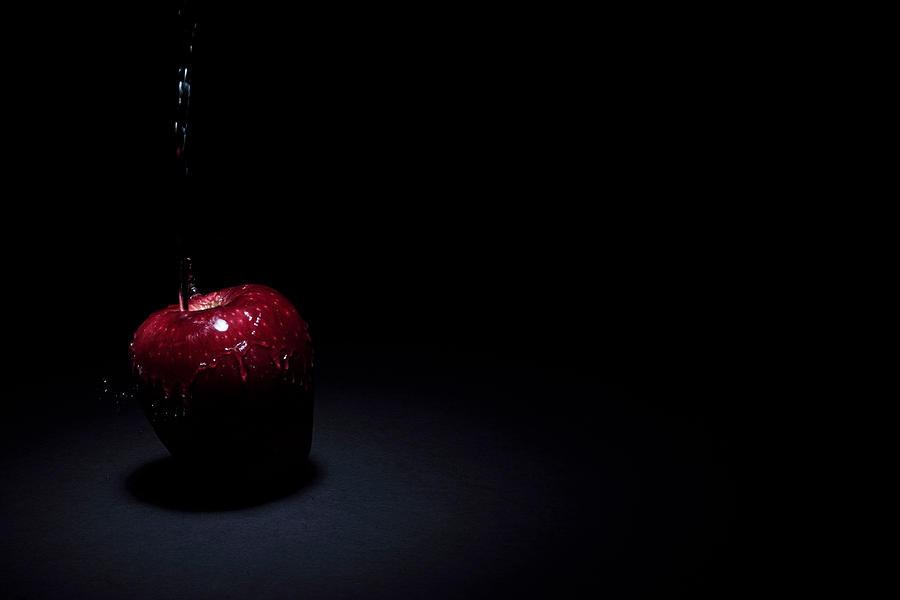 Apple Photograph - Wet Apple by Paul Watkins