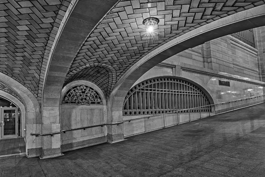 Grand Central Station Photograph - Whispering Gallery Bw by Susan Candelario