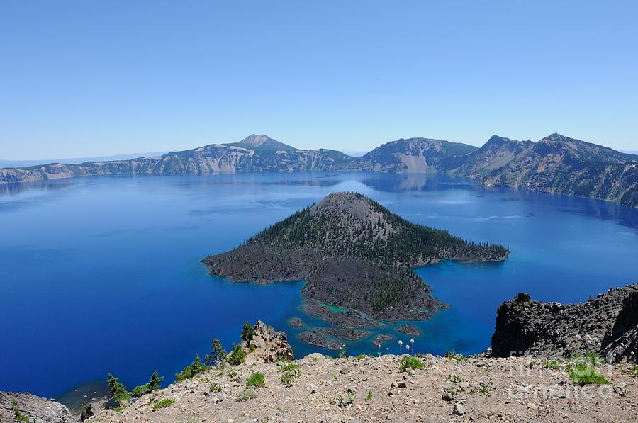 Wizard Island Photograph - Wizard Island Crater Lake Oregon Usa by John Kelly