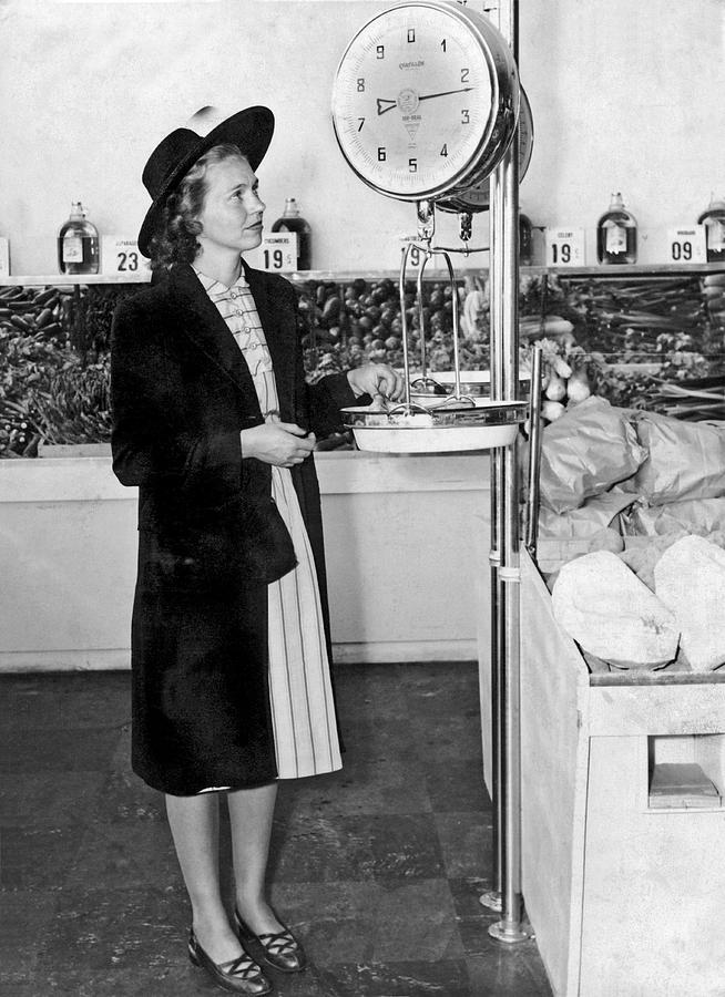 1035-1161 Photograph - Woman Weighing Vegetables by Underwood Archives