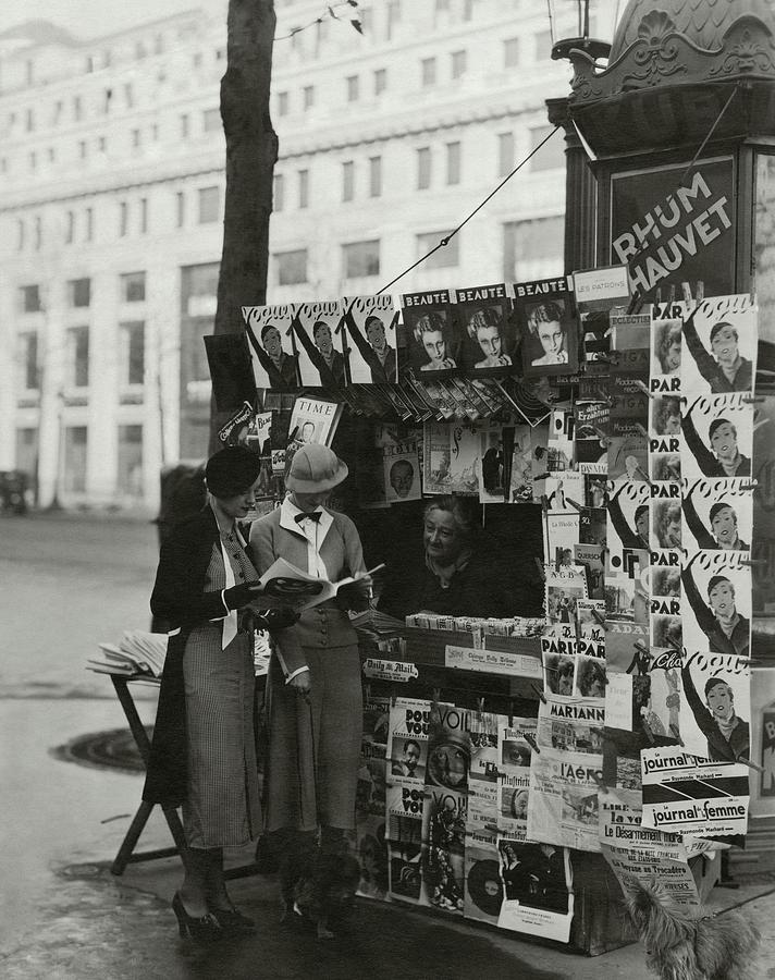 Women At A Newsstand In Paris Photograph by George Hoyningen-Huene