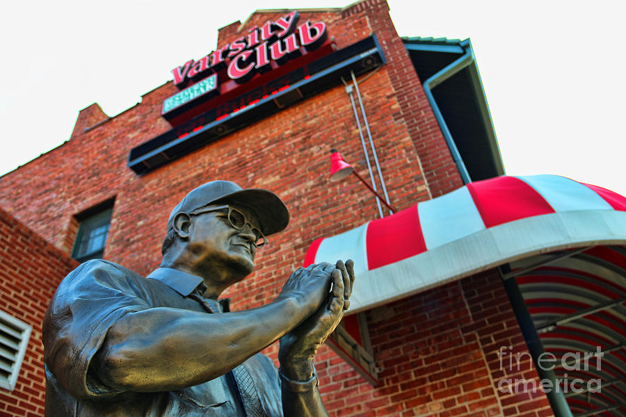 Woody Hayes Statue At The Varsity Club 4831 Photograph